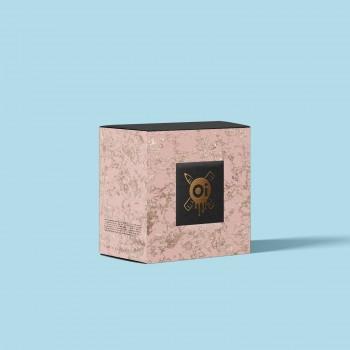 Коробка с тиснением золотой фольгой